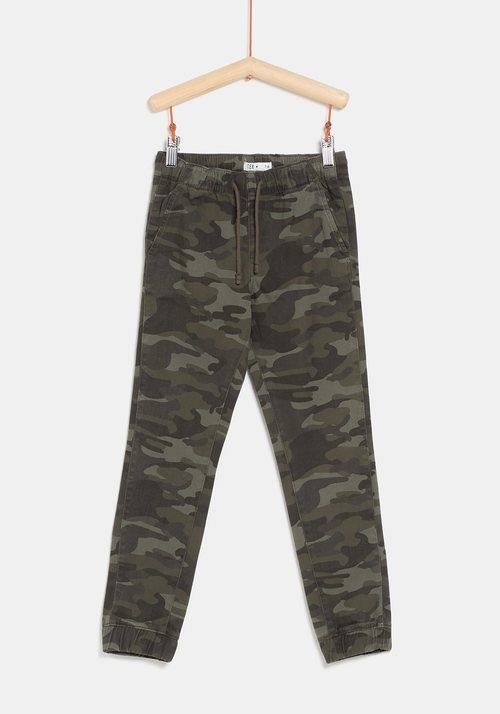 Pantalón militar caqui de la colección 'I-O' de Carrefour y TEX para otoño/invierno 2019