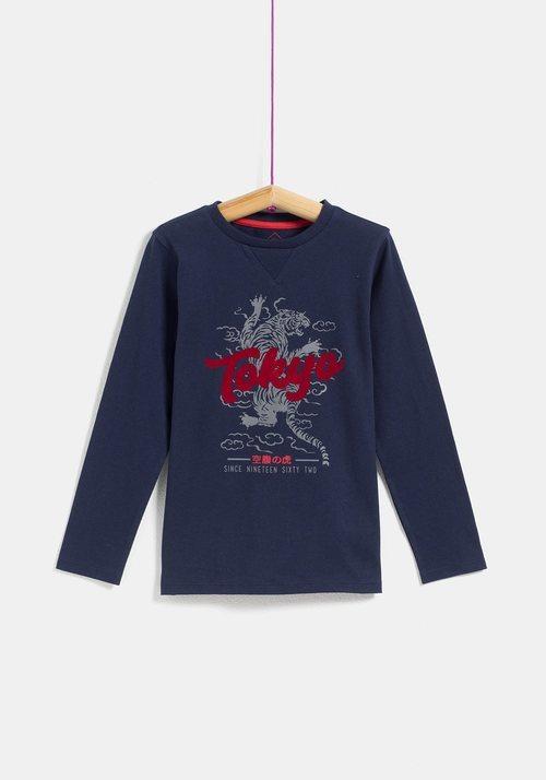 Camiseta negra 'Tokyo' de niño de la colección 'I-O' de Carrefour y TEX para otoño/invierno 2019