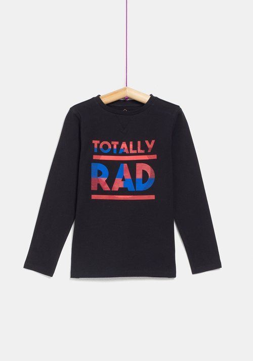 Camiseta negra 'Totally Rad' de niño de la colección 'I-O' de Carrefour y TEX para otoño/invierno 2019