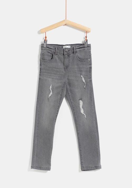 Pantalón vaquero gris para niño de la colección 'I-O' de Carrefour y TEX para otoño/invierno 2019