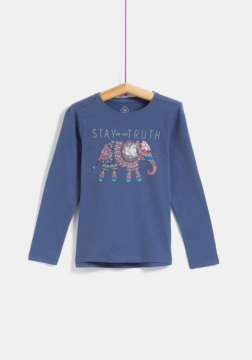 Camiseta azul con elefante para niña de la colección 'I-O' de Carrefour y TEX para otoño/invierno 2019