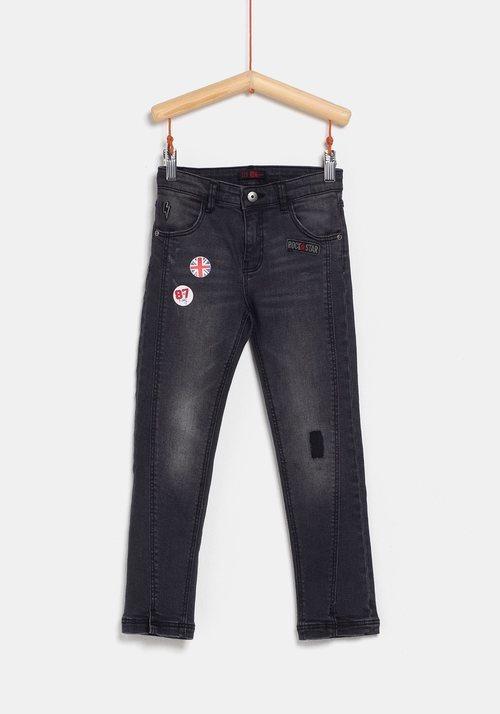 Pantalón vaquero negro para niña de la colección 'I-O' de Carrefour y TEX para otoño/invierno 2019