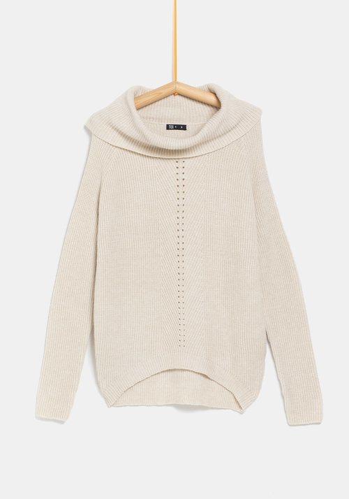Jersey blanco para mujer de la colección 'I-O' de Carrefour y TEX para otoño/invierno 2019