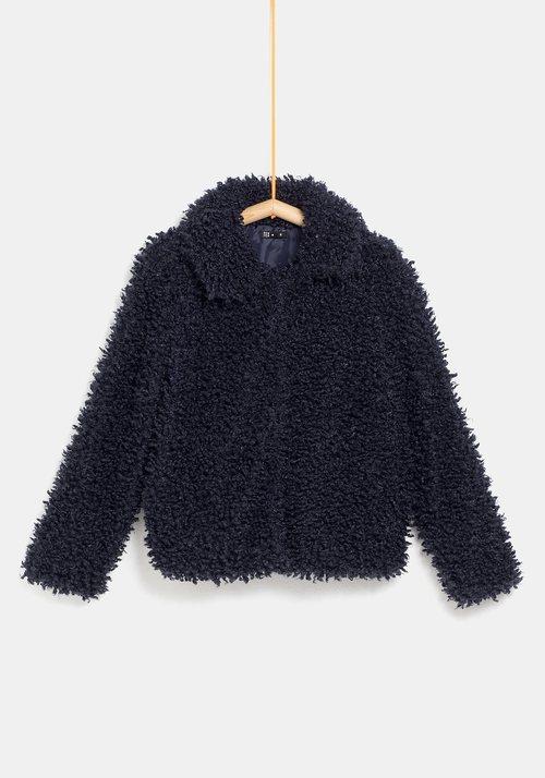 Abrigo de pelo negro para mujer de la colección 'I-O' de Carrefour y TEX para otoño/invierno 2019