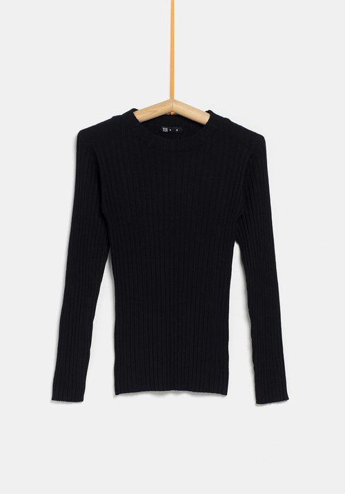Jersey negro ceñido de la colección 'I-O' de Carrefour y TEX para otoño/invierno 2019