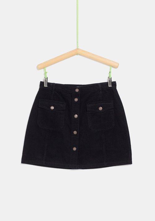 Falda de pana negra de la colección 'I-O' de Carrefour y TEX para otoño/invierno 2019