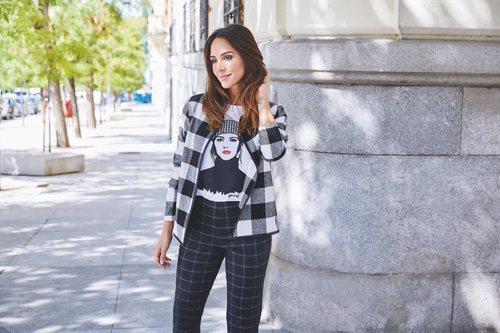 Rocío Osorno con chaqueta de cuadros de la colección 'I-O' de Carrefour y Tex para otoño/invierno 2019