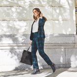 Rocío Osorno con traje de cuadros de la colección 'I-O' de Carrefour y Tex para otoño/invierno 2019