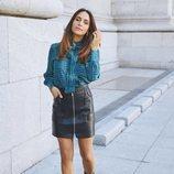 Rocío Osorno con blusa azul de la colección 'I-O' de Carrefour y Tex para otoño/invierno 2019