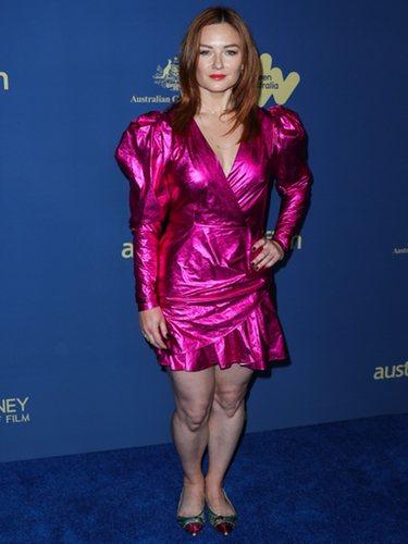 Alison McGirr con un vestido de lamé en los Premios del Cine Australiano 219