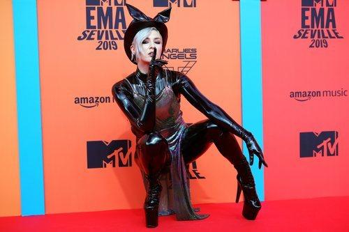 Maruv con mono de látex en los Premios MTV EMAs 2019