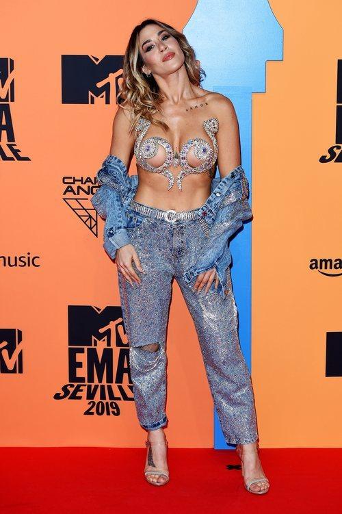 Jimena Barón con look denim en los Premios MTV EMAs 2019