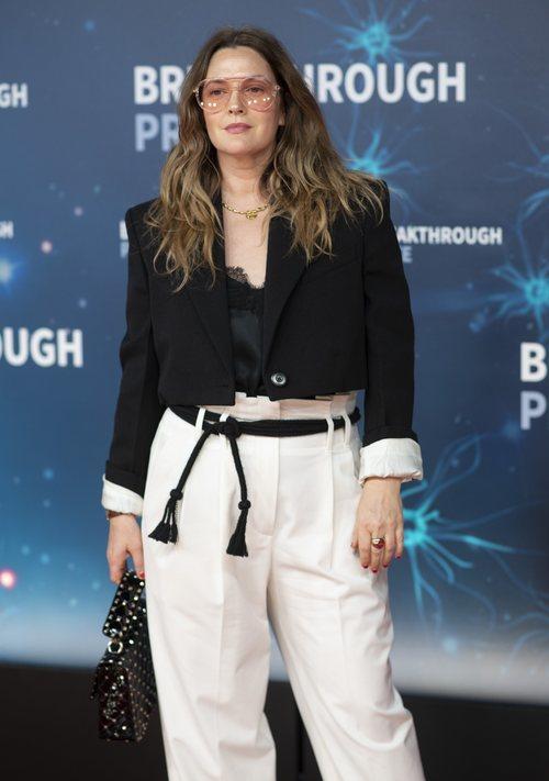 Drew Barrymore con un look arreglado pero informal en los premios del Centro de Investigación de la NASA 2019