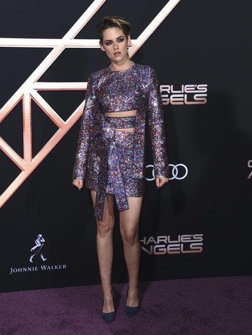 Kristen Stewart con vestido de lentejuelas en la premiere de 'Los Ángeles de Charlie' en Los Ángeles