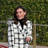 La Reina Letizia con abrigo de Uterqüe antes de comenzar su Visita de Estado a Cuba