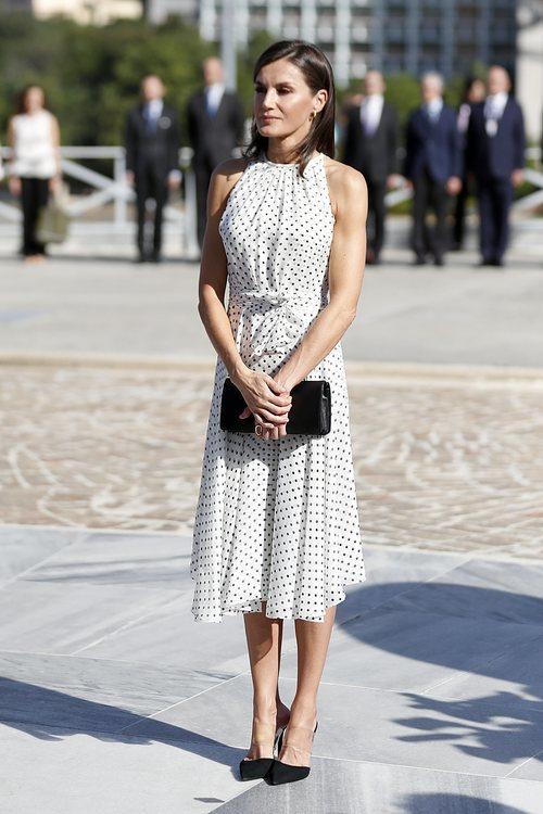 La Reina Letizia con vestido de Carolina Herrera durante su Visita Oficial en La Habana
