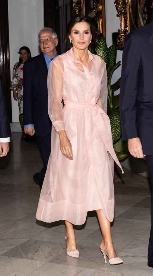 La Reina Letizia con vestido de Magrit durante su Viaje Oficial en La Habana