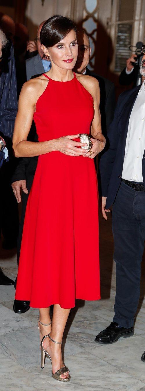 La Reina Letizia con vestido rojo durante su Viaje Oficial en La Habana