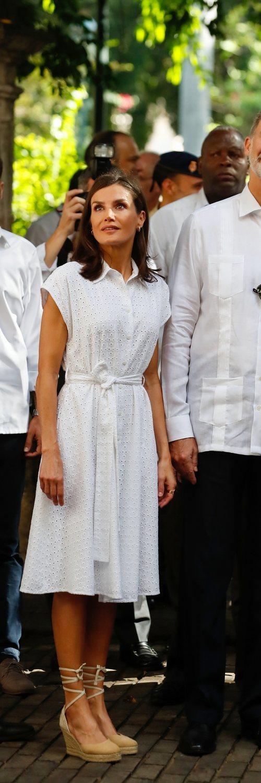 a Reina Letizia con vestido de Adolfo Domínguez Herrera durante su Viaje Oficial en La Habana