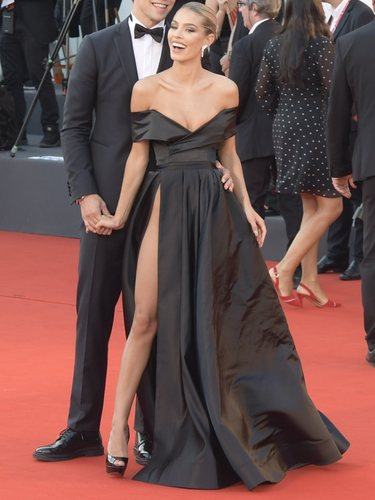 Jessica Goicoechea con vestido corte princesa de Lia Stublla en el Festival de Venecia 2019