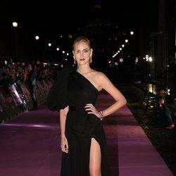 Chiara Ferragni con un vestido de Giambattista Valli en la premiere de 'Chiara Ferragni: unposted' en Roma