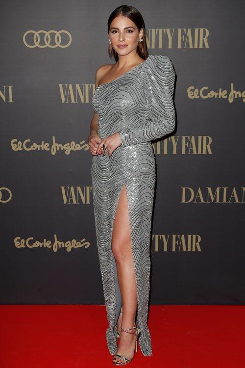 Andrea Duro con vestido plateado en los Premios Personaje del Año 2019 de Vanity Fair