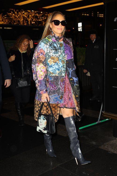 Jennifer Lopez con un look patchwork por las calles de Nueva York