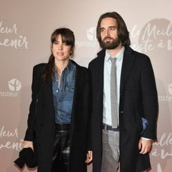 Carlota Casiraghi con un look casual negro y vaquero en la premiere de 'Lo mejor está por venir'