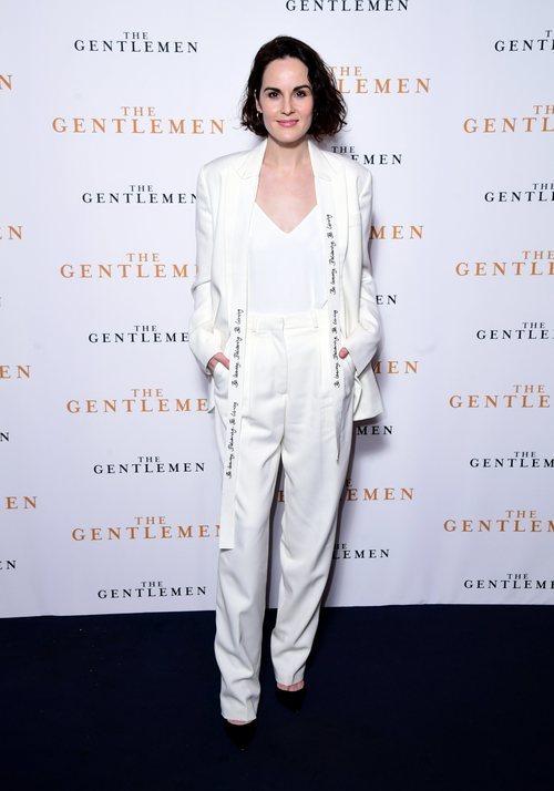 Michelle Dockery con total look blanco en la premiere de 'The Gentlemen'