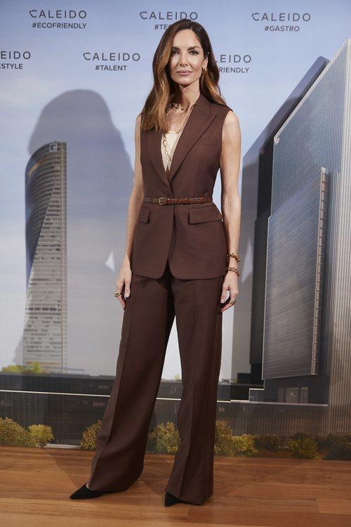 Eugenia Silva con un total look marrón en el evento de Caleido en Madrid