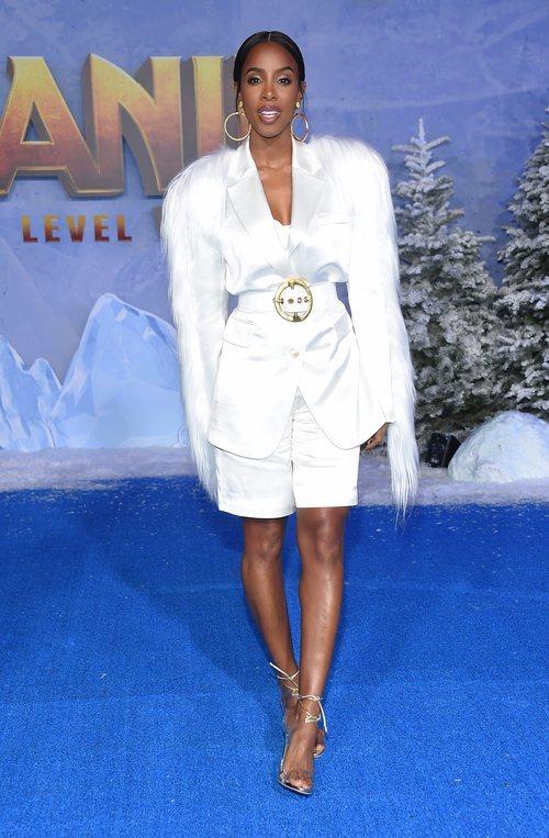 Kelly Rowland con un total look blanco con detalle de pelo en la premiere de 'Jumanji: The Next Level'