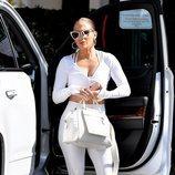 Jennifer Lopez con chandal blanco en Los Ángeles