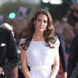 Catalina de Cambridge con vestido de gala blanco