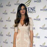 Sara Carbonero con minivestido venda en tonos nude