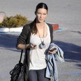 Sara Carbonero con jeans y botas de ante