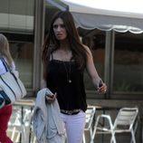 Sara Carbonero con jeans blancos y camiseta