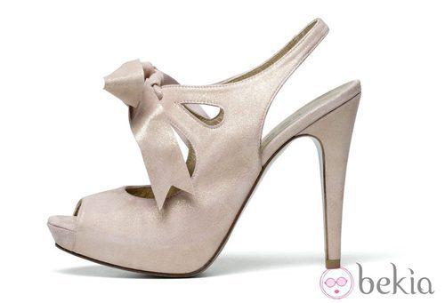 Sandalia en tono rosado de la firma Lodi Wedding