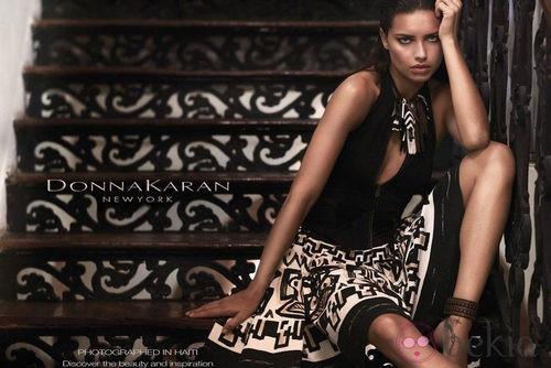 Adriana Lima protagoniza la nueva campaña de Donna Karan