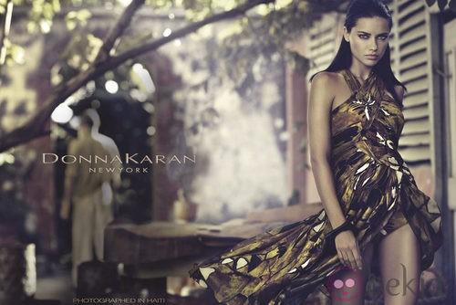 Donna Karan elige a Adriana Lima como imagen de firma
