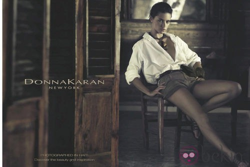 Adriana Lima posa para la nueva campaña de la firma Donna Karan