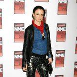 Juliette Lewis con pantalones de pailletes