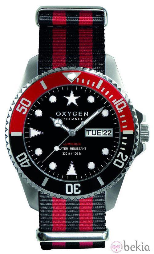 Reloj con correa en rojo y negro de la firma Oxygen Exchangue