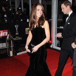 Catalina de Cambridge con vestido negro de gala