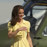 Catalina de Cambridge con vestido amarillo de día