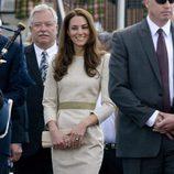 Catalina de Cambridge con un vestido beig