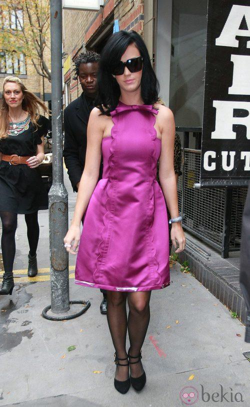 Katy Perry, vestido de cóctel en morado