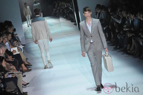 Modelo de bolso masculino de Gucci