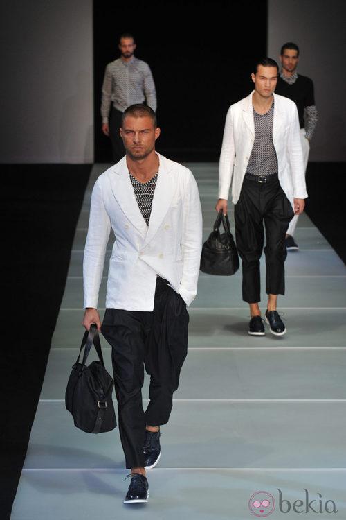 Modelo de bolso masculino de Giorgio Armani