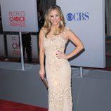 El look nude de Kaley Cuoco en los People's Choice Awards 2012