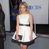 Ashley Benson con un look baby doll en los People's Choice Awards 2012